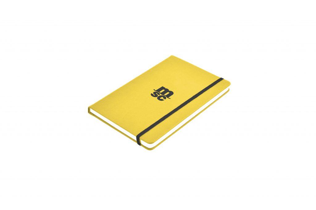 Cuaderno modelo moleskine, elaborado en polipiel, fabricado en España (Made in Spain) y con personalización con tampografía a una tinta, para gadget corporativo y regalo de empresa.