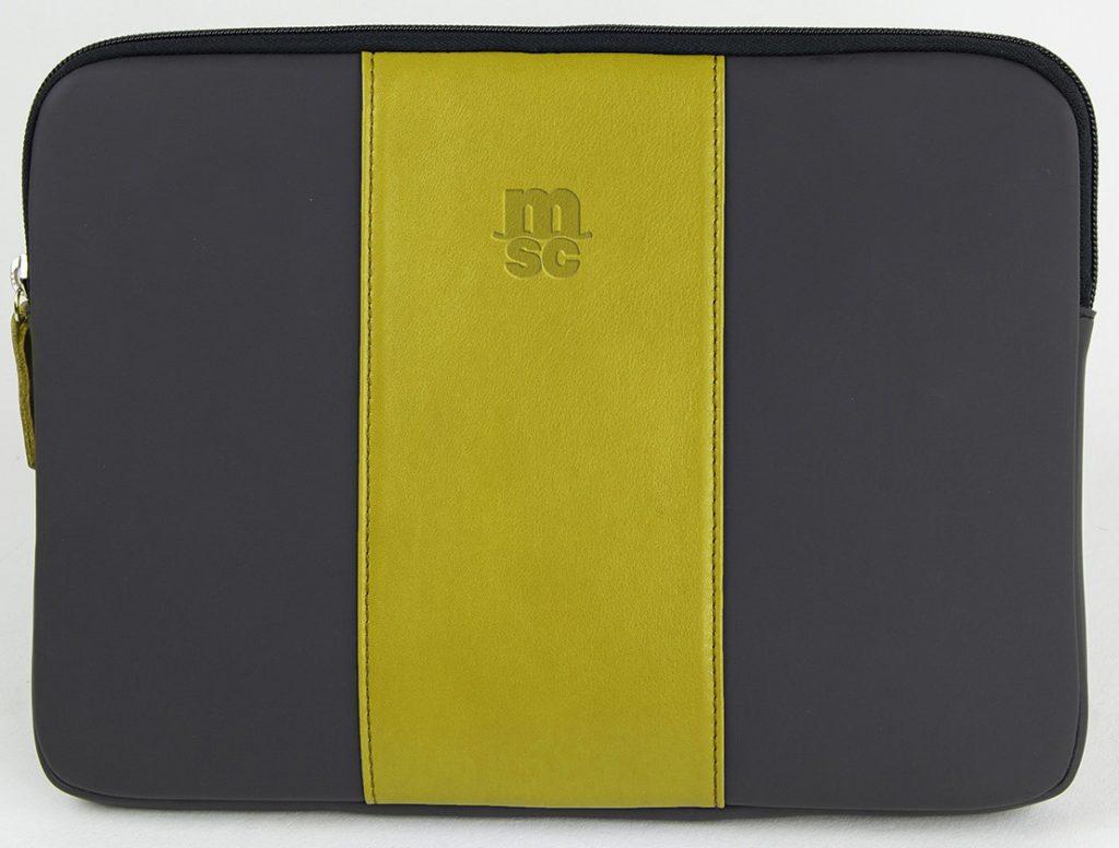 Funda para Surface y Tablet, confeccionada en piel y neopreno y fabricada en España (Made in Spain) con personalización en termo grabado para elemento corporativo y regalo de empresa
